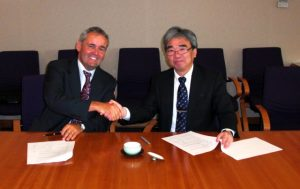 Lucas Grolimund (left), CEO of Gutermann, and Tomonori Nishimura (right), Senior Vice President, Head of Social Infrastructure Business of NEC, sign cooperation agreement